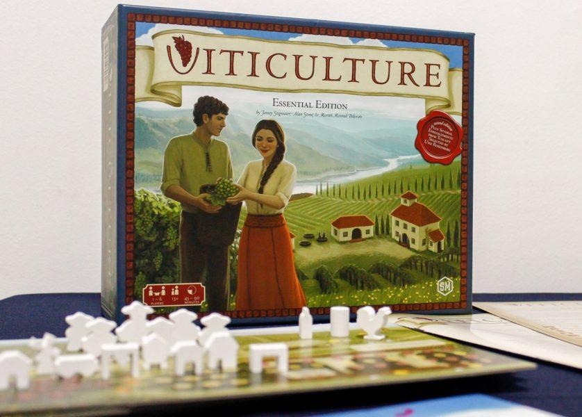 Коробка с игрой Viticulture